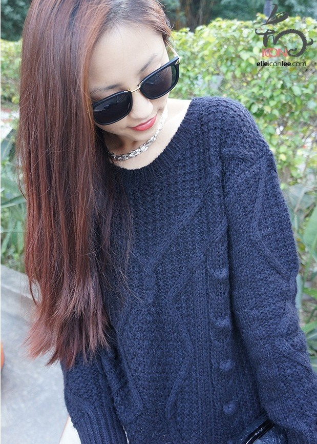 BLACK-SWEATER-CUTE